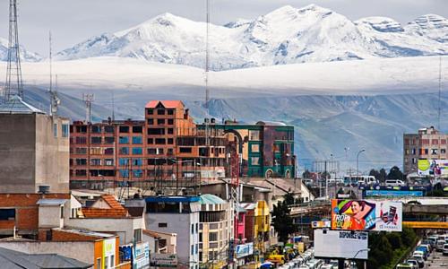 Những biệt thự hào nhoáng dần xuất hiện ngày càng nhiều ở El Alto, hầu như căn nào cũng có 5 tầng. Ảnh:Guardian.
