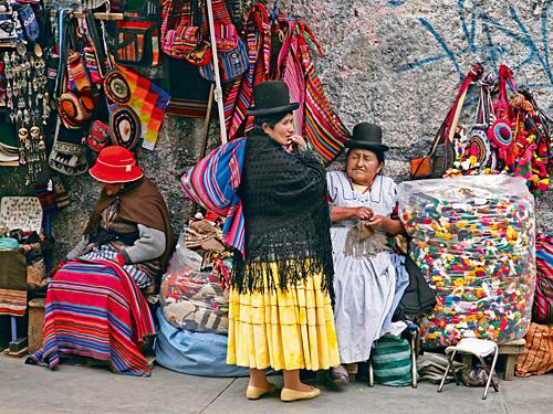 Quầy bán đồ lưu niệm trong chợ Phù thủy ở La Paz, Bolivia. Ảnh:That Adventurer.