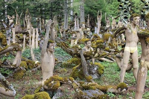 Trong 50 năm, khu vườn củaRönkkönen được bao phủbằng 550 tác phẩm điêu khắc bê tông. Ảnh: Artsy.