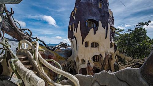 Những cấu trúc kỳ quái của Ngôi Nhà Điên.