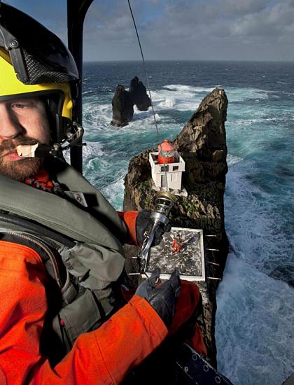 Ngày nay, du khách có thể dễ dàng tới đây bằng trực thăng. Tại đây chính quyền cũng xây một bãi đáp trực thăng nhỏ. Ảnh: Iceland monitor.