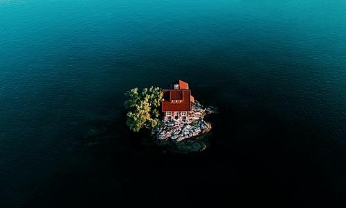 Hòn đảo nhỏ nhất thế giới vào mùa nước lên. Ảnh:Twitter.