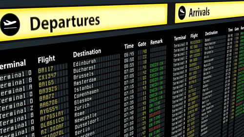Hành khách nên theo dõi bảng điện tử và đối chiếu các thông tin trên vé bay và bảng điện tử để biết được chuyến bay tiếp theo. Ảnh: Video Blocks.