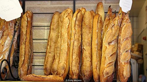 Những chiếc bánh mỳ nổi tiếng của nước Pháp. Ảnh: BBC.