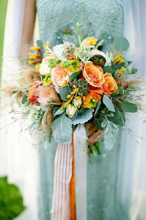Sắc xanh kết hợp với trắng hợp với đám cưới bên bờ biển.