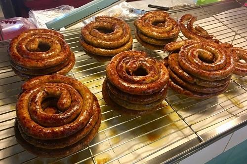 Sai Oua là một trong những món ăn đường nổi tiếng của Thái Lan. Ảnh: Food For Though