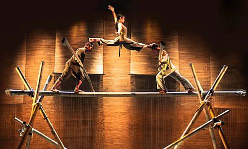 Cây tre được sử dụng trong hầu hết cảnh diễn của show Làng Tôi. Ảnh: Langtoi.