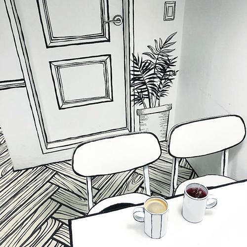Nhiều du khách nói rằng 2D Cafe lấy cảm hứng từ quán cà phê Yeonnam-dong 239-20 ở Seoul, Hàn Quốc (ảnh). Tuy nhiên, hai quán này hoàn toàn khác chủ và không liên quan đến nhau.