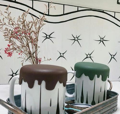Trước đó, quán cà phê Yeonnam-dong 239-20 (quán đặt tên theo đúng địa chỉ của nó) đã tạo ra một cơn sốt trên toàn cầu với nội thất được thiết kế như trong hoạt hình.