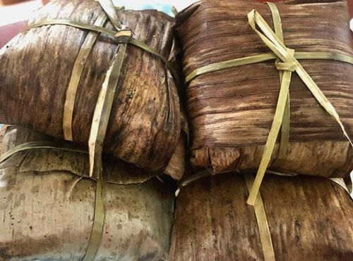 Bánh Gai bà Thi là đặc sản nổi tiếng, có giá từ 5.000 -10.000 đồng một chiếc.