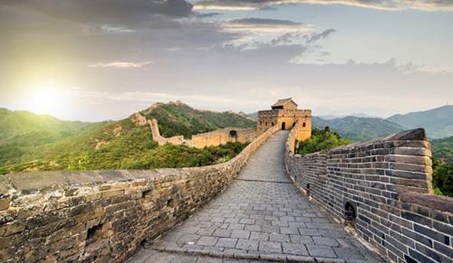 Chọn thời điểm thích hợp sẽ giúp bạn tận hưởng được khung cảnh hùng vĩ của Vạn Lý Trường Thành, thay vì chen lấn.Ảnh: Shutterstock.