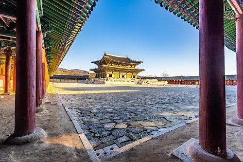 Gyeongbokgung một trong những nơi không thể bỏ qua khi đến Hàn Quốc. Ảnh: Tugo.