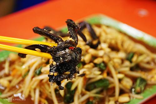 Ba khía - một đặc sản miền Tây là điểm nhấn của món ăn tại quán Ty Thy. Ảnh: Di Vỹ.