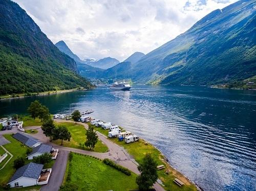 Na Uy được mệnh danh là đất nước của những vịnh hẹp. Ảnh: Tugo.