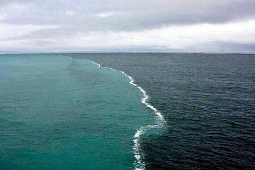 Nước biển Ấn Độ Dương và Đại Tây Dương có độ mặn khác nhau, nên khó trộn lẫn. Ảnh:Pinterest.