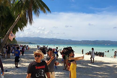Du khách đấm cảnh sát trên bãi biển