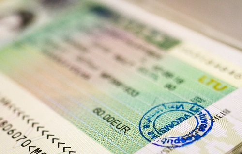 Visa sẽ bị hủy nếu mất passport. Ảnh: Belarrus Feed.