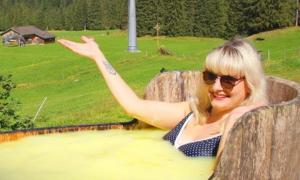 Tắm phomat giữa vùng núi Alps