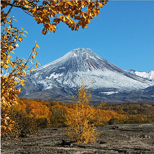 Bán đảo Kamchatka nổi tiếng với những ngọn núi lửa đang hoạt động cũng trở nên thơ mộng khi vào thu. Ảnh:Legion Media.