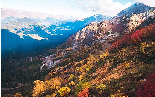 Ở miền Nam nước Nga, mùa thu đến muộn hơn một chút. Khung cảnh mùa thu chỉ thật sự rõ ràng khi những tán rừng bắt đầu thay màu lá.