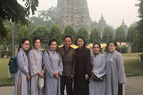 Lần hứng 'mưa đá' của hướng dẫn viên và đoàn khách Việt