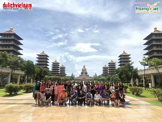Du khách tham quan Phật Quang Sơn, kinh đô Phật giáo xứ Đài.