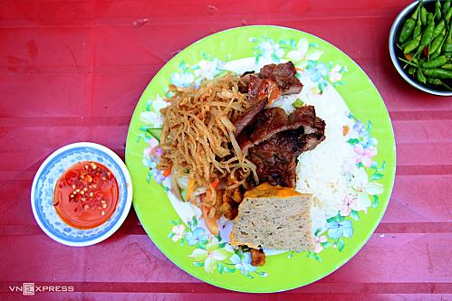 Ẩm thực Việt Nam rất đa dạng, và cơm tấm là một trong số những món ăn ngon phổ biến ở Sài Gòn. Ảnh: Di Vỹ.
