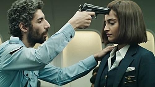 Một cảnh trong bộ phim Neerja, nữ chính thủ vai là Sonam Kapoor. Ảnh: YouTube.