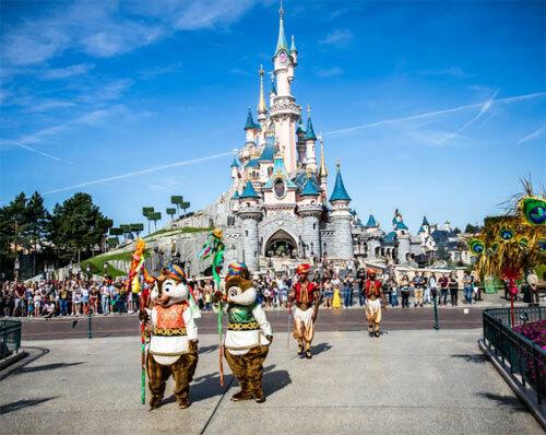 Công viên Disneyland vẫn mở cửa vào ngày diễn ra cuộc tìm kiếm, và cho biết không bị ảnh hưởng bởi sự cố trên. Ảnh: Washington Post.