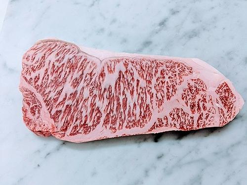 Bò Kobe có giá trị dinh dưỡng cao và mang hương vị không giống với bất kỳ loại thịt bò nào khác. Ảnh: Amazon.