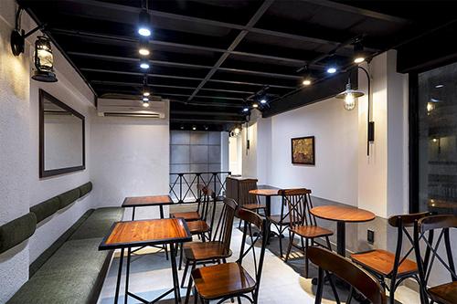 Không gian được thiết kế gần giống như một quán cà phê mang phong cách hiện đại.