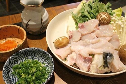 Món cá nóc thường được các đầu bếp bày biện đẹp mắt. Trên ảnh là món lẩucá nóc. Ảnh: TripAdvisor.