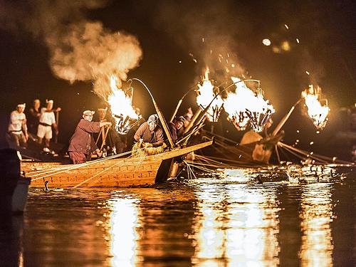 Thuyền đánh cá ukai vào ban đêm. Ảnh:GifuCVB.