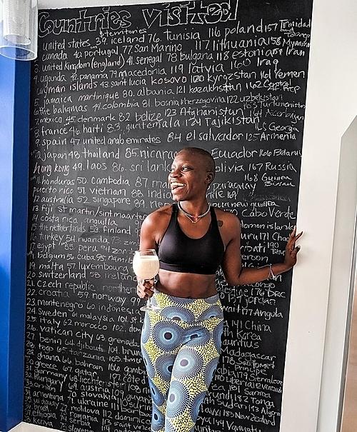 Mỗi khi cô đến được một quốc gia nào đó, cô thường ghi lại trên bức tường ở thành phố nơi cô sinh sống – Detroit. Ảnh: Instagram/@thecatchmeifyoucan