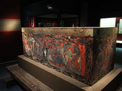Chiếc quan tài sơn mài của phu nhân Tân Truy trong bảo tàng Hồ Nam. Ảnh: Wikimedia.