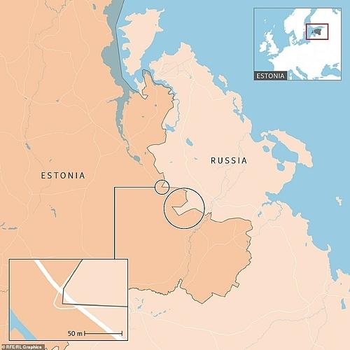 Con đường màu trắng cắt ngang phần lãnh thổ Nga. Ảnh:Amos Chapple.