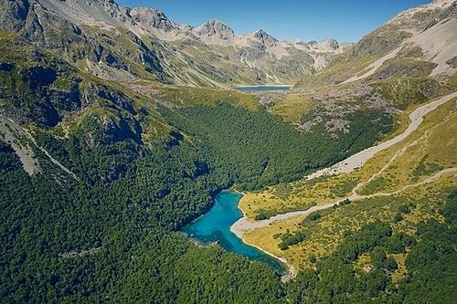 Là một phần của Vườn Quốc gia Hồ Nelson ở Đảo Nam của New Zealand, hồ Blue nhận nướctừ hồ Constance gần đó nhờ một hệ thống sông ngầm. Ảnh: Klaus Thymann /Project Pressure.