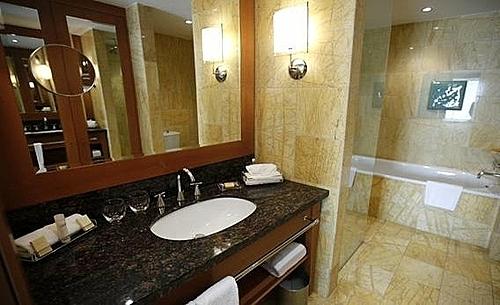 Một lý do khác là chúng không cần thiết vì hầu hết du khách đều mang theo dụng cụ vệ sinh cá nhân khi đi nghỉ tại khách sạn. Ảnh: Kacper Pempel/Reuters.