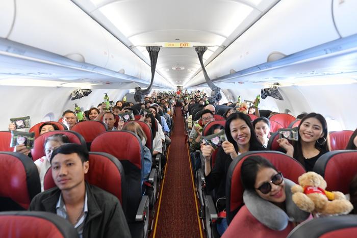 Và nhiều phần quà gửi đến tận tay của tất cả hành khách trên những chuyến bay của Vietjet.