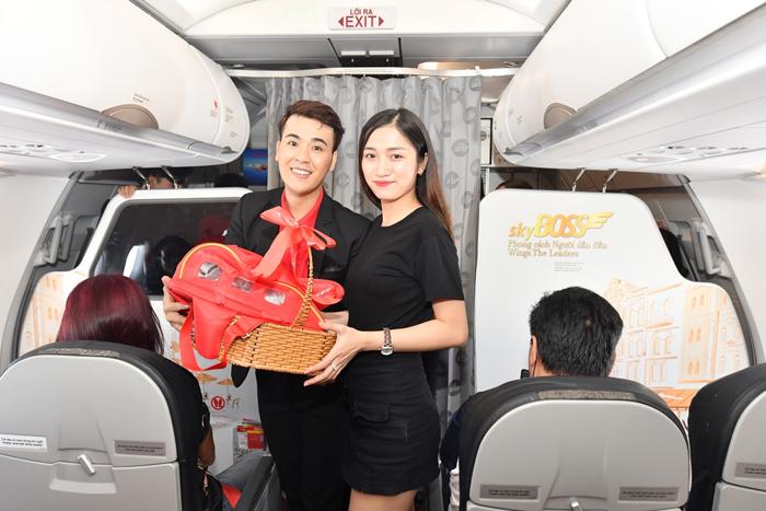 Chương trình Siêu thị vui vẻ xuất hiện trên những chuyến bay Vietjet trong ngày 20/10, mang theo những giỏ quà đặc biệt cho hàng triệu hành khách nữ.