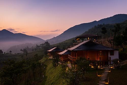 Bạn có thể thỏa sức sống ảo và ngắm một Tú Lệ đẹp say mê lòng người về đêm tại khu nghỉ dưỡng Le Champ.