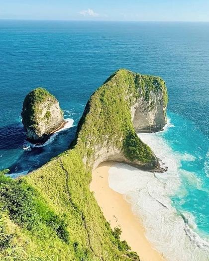 Bãi biển Kelingking, phía bờ tây đảo Nusa Penida với mỏm đá nhô ra biển như một chú khủng long T-Rex là nơi nhiều du khách muốn tìm đến chụp ảnh. Ảnh:Kỳ Duyên.