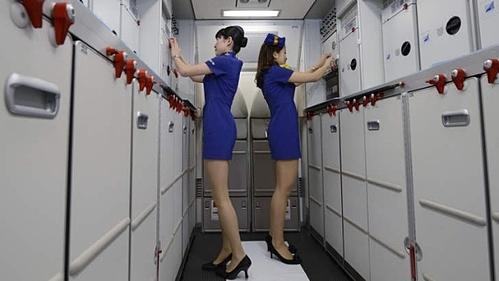 Phần lớn tiếp viên cho rằng các bộ đồng phục khiến họ không thoải mái. Ảnh: Bloomberg.