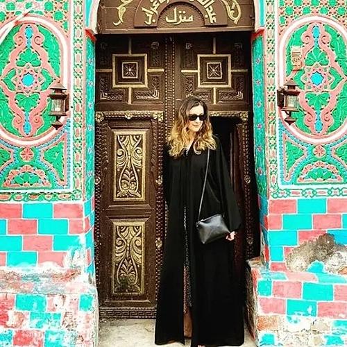 Alexis đã có những thay đổi quan điểm tích cực sau chuyến du lịch tới Arab Saudi. Cô cho biết quốc gia này vẫn còn con đường dài trước mắt để đi, trong đó có cả việc phát triển du lịch. Ảnh: Instagram.