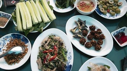 Những món ăn đa dạng được chế biến từ rắn, kể cả tim và mật sống cũng được phục vụ ngay trên bàn ăn. Tim rắn hổ mang sốngchính là món chỉ dành cho những người thực sự muốn trải nghiệm cảm giác mạo hiểm thực sự.Ảnh: Diana Diroy.