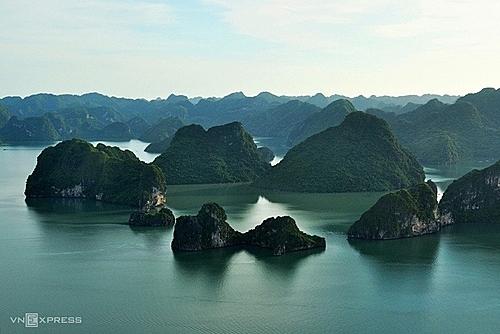 Vịnh Hạ Long thuộc phần bờ tây vịnh Bắc Bộ, thuộc Biển Đông và là một phần củaThái Bình Dương. Ảnh:Quý Đoàn.