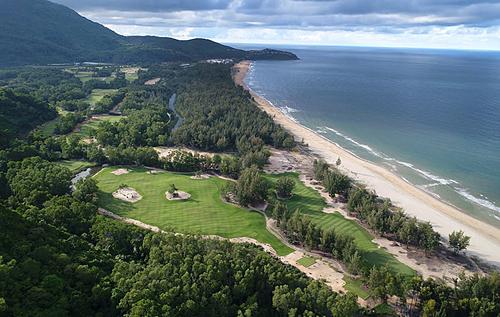 Sân golf tốt nhất Việt Nam năm 2019 nằm sát bờ biển Lăng Cô, Thừa Thiên - Huế. Ảnh: Laguna Lang Co.