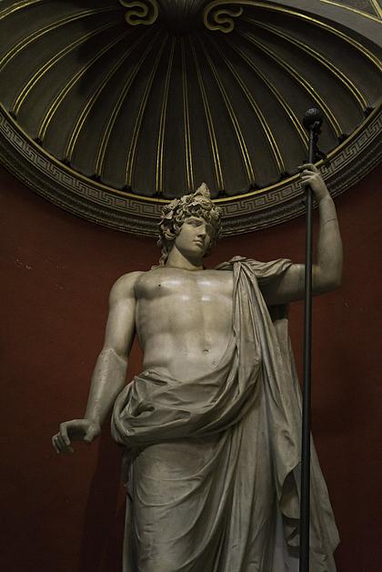 Tượng thần Antinous tại Vatican Museums. Ảnh: Flickr.