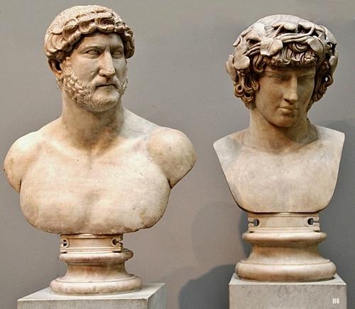 Tượng bán thân bằng đá cẩm thạch của Hoàng đế La Mã Hadrian (trái) và Antinous. Ảnh: Twitter.