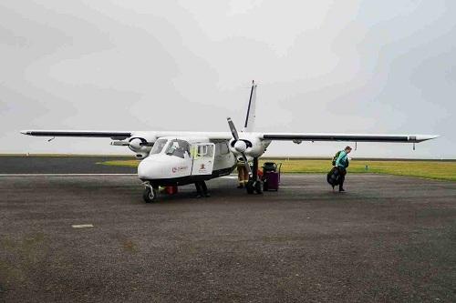 Chiếc phi cơ hạng nhẹ của của Loganair đưa khách ra đảo Westray. Ảnh:Daniel Ross.